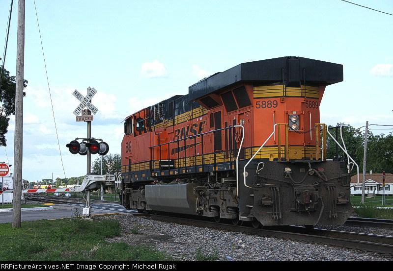 BNSF 5889